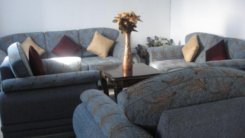 meubles a vendre. Black Bedroom Furniture Sets. Home Design Ideas
